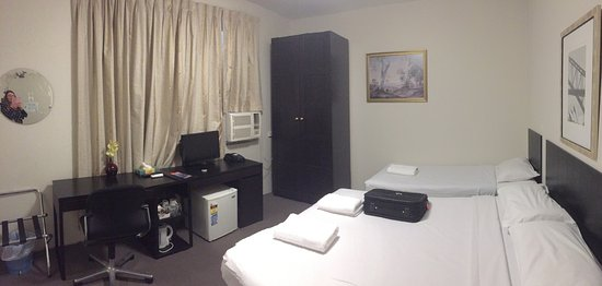 St Leonards, ออสเตรเลีย: Very comfortable beds and room was spotless. Plenty of wardrobe space to hang clothes.