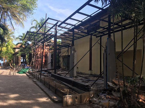 Railay Bay Resort & Spa: Disappointing to arrive to renovations in full swing and the hotel guest area looking like a rub