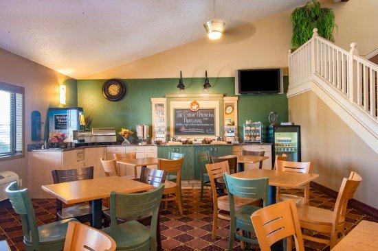 AmericInn Lodge & Suites Okoboji: Breakfast