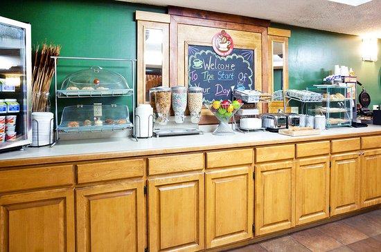 Americ Inn Crookston Breakfast