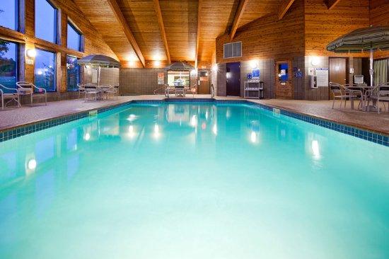 Americ Inn Fergus Falls Pool