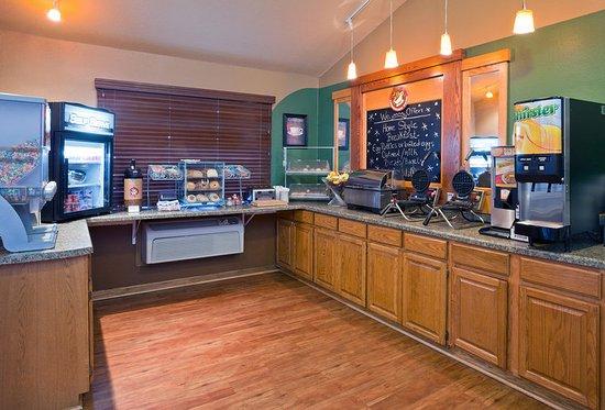 Americ Inn Fergus Falls Breakfast