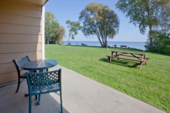Americ Inn Menominee Lake View Patio