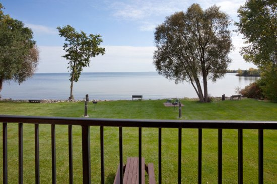 Americ Inn Menominee Lake View Balcony