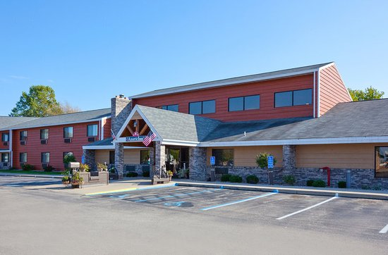 Americ Inn Menominee Exterior Day