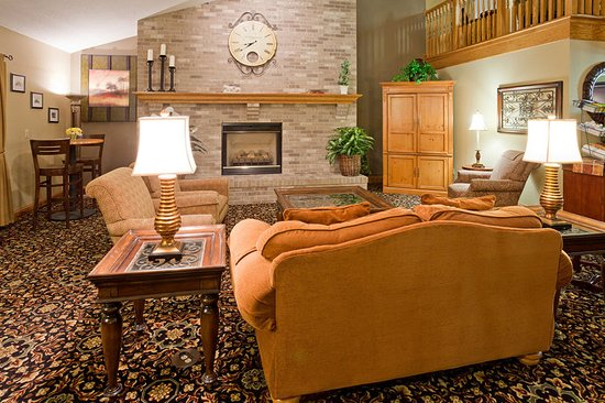 Americ Inn White Bear Lake Lobby
