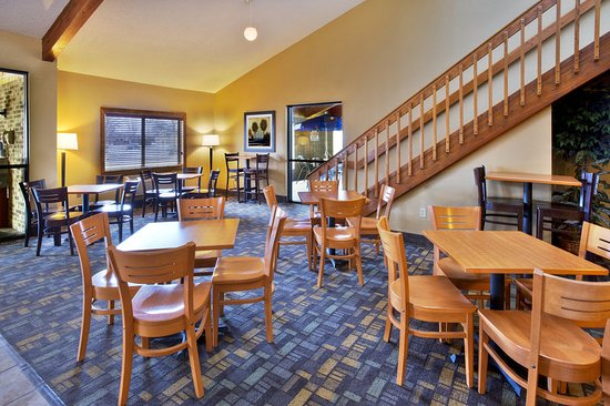 Oshkosh, Wisconsin: Breakfast Seating