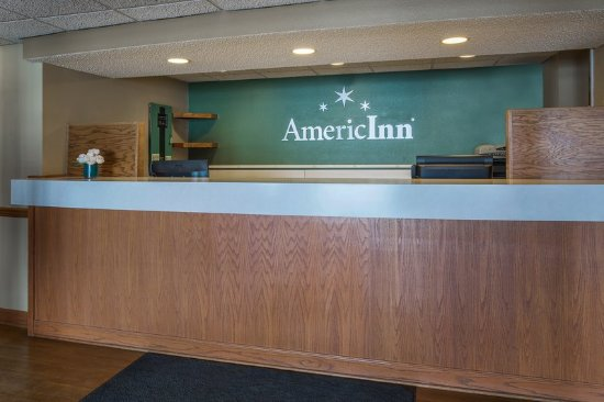 AmericInn Lodge & Suites Hutchinson: Americ Inn Hutchinson MNFront Desk