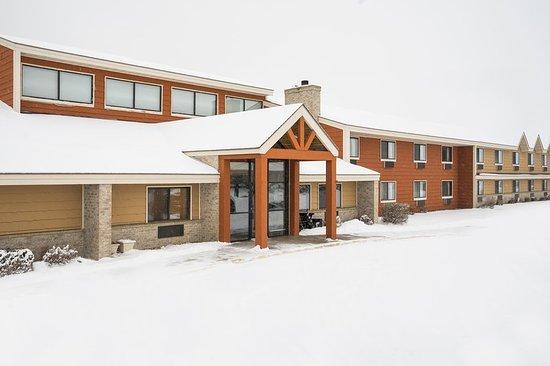AmericInn Lodge & Suites Hutchinson: Americ Inn Hutchinson MNExterior Lan Ape