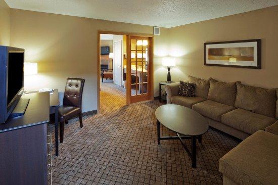 Americ Inn Hartford WILivingroom Suite