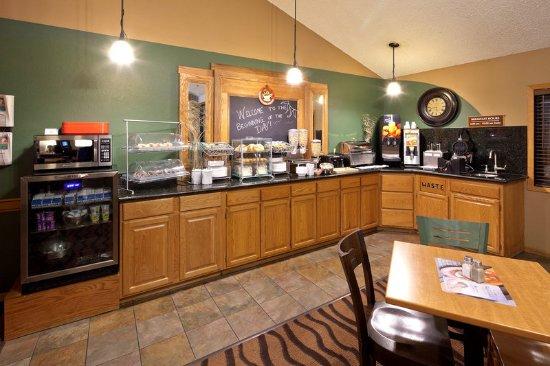 Americ Inn Hartford WIBreakfast
