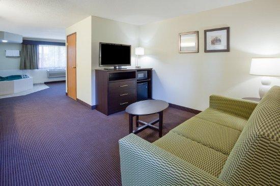 Americ Inn Rhinelander Whirlpool Suite