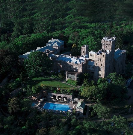 Tarrytown, Νέα Υόρκη: Grand medieval-style hotel with luxury THANN spa