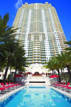 Sunny Isles Beach, FL: Building