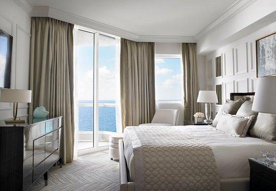 Sunny Isles Beach, Φλόριντα: Deluxe One Bedroom Oceanfront Suite Bedroom