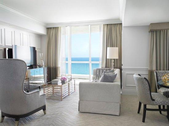 Sunny Isles Beach, Φλόριντα: Classic Suite Living Room