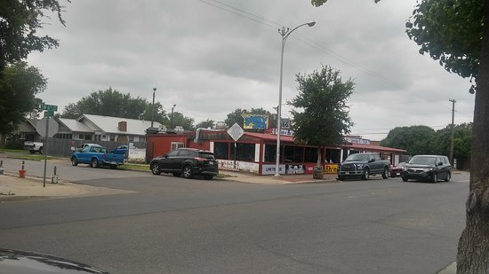 Route 66 Historic District: Slow on a Sunday afternoon in this pic but I am sure this place hops on the weekends!