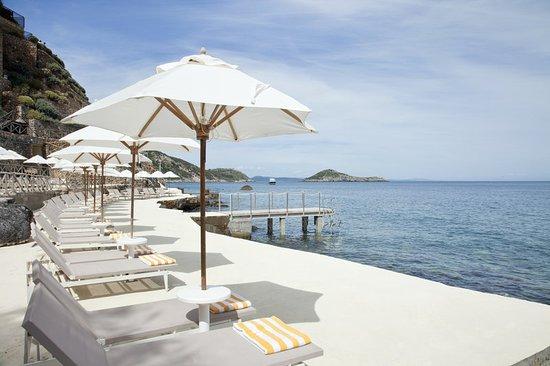 Hotel Il Pellicano: Terrace Beach