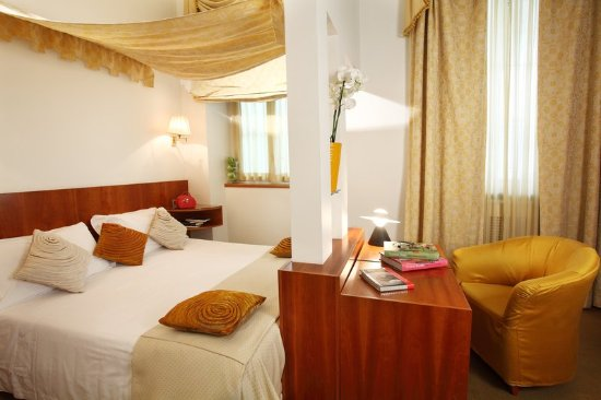 Superior Room at Hotel Sanpi Milano