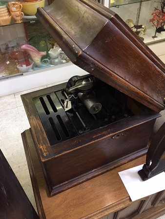 Hixton, WI: Wax cylinder playback machine