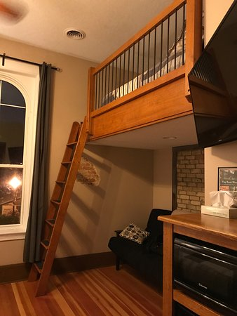 Lanesboro, MN : Full size futon (comfortable for a futon) and a queen sized bed in the loft