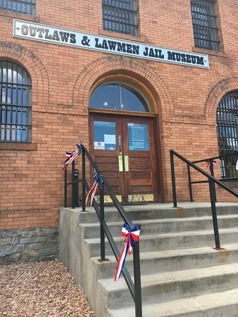 Outlaw and Lawmen Jail Museum: Outside