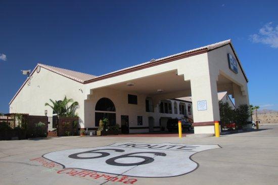 Needles, CA: Entrée de l'hôtel