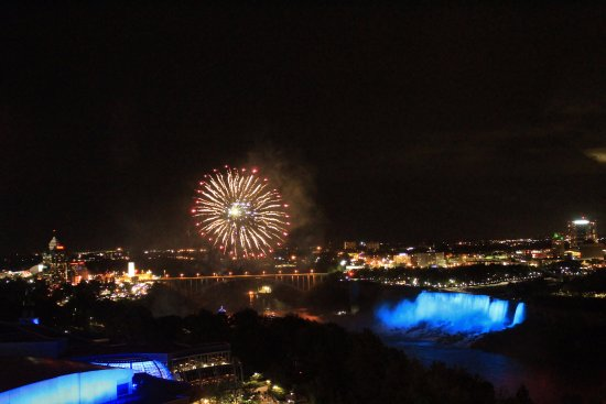 Oakes Hotel Overlooking the Falls: Fireworks view