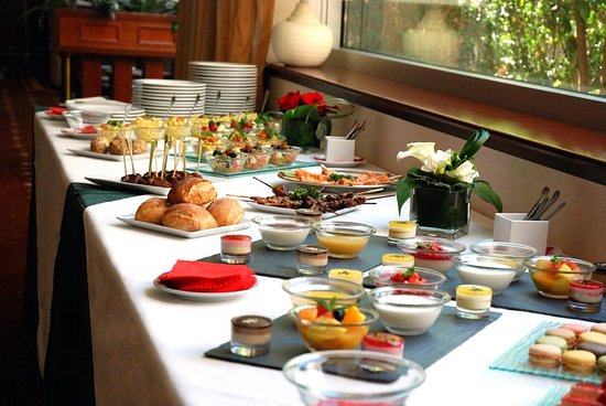 Levallois-Perret, France: Buffet