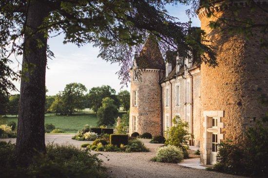 Massignac, France: Chateau Facade