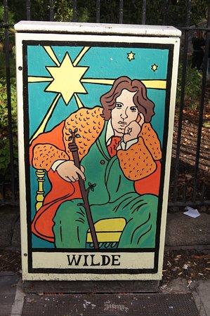 Oscar Wilde and Eduard Vilde Sculpture