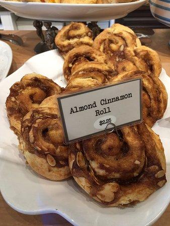 Ladysmith, Kanada: Almond Cinnamon Roll, It's Good