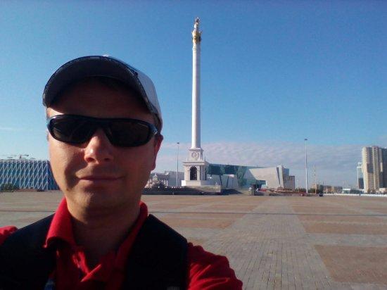 Independence Square and Kazak Eli Monument: очень похоже на что? подсказываю, в СПб ))))
