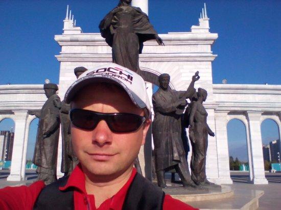 Independence Square and Kazak Eli Monument: это там же на площади