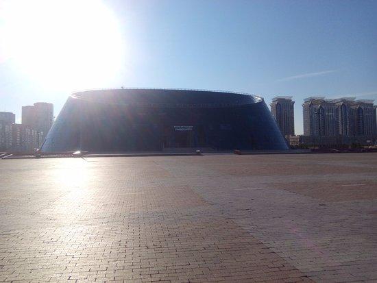 Independence Square and Kazak Eli Monument: футуристичные здания