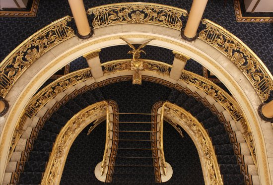 Hotel El Avenida Palace: Staircase Perspective at Hotel Avenida Palace