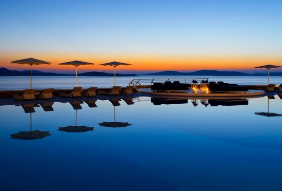 Mykonos Grand Hotel & Resort: Stunning sunset at Pool area of Mykonos Grand