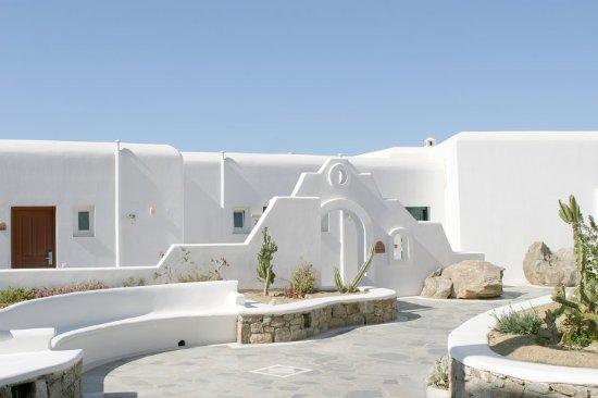 Mykonos Grand Hotel & Resort: Mykonian outdoor ambience at Mykonos Grand