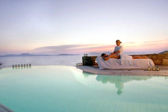 Mykonos Grand Hotel & Resort : Outdoor Spa treatment at Mykonos Grand