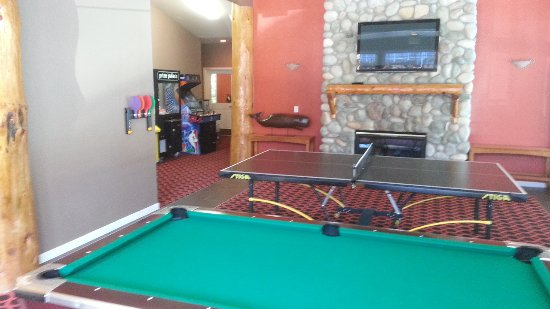 Depoe Bay, OR: Ping pong and pool inside the South. Ping pong is free but the pool table takes a few quarters.