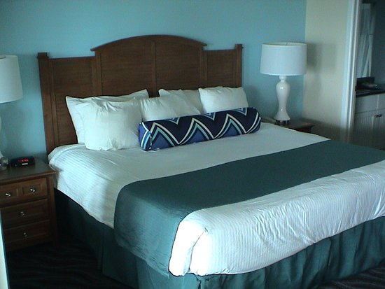 Depoe Bay, OR: The master bedroom with king bed