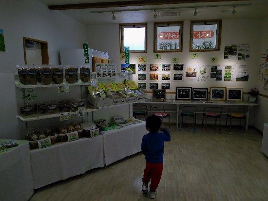 Nagawa-machi, اليابان: 入り口は売店コーナー