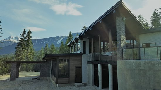 Eagle Pass Lodge: Welcome Home