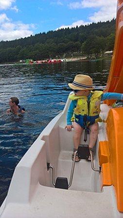 Pédalo sur le lac à Treignac
