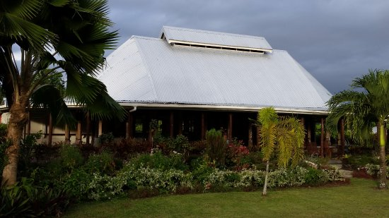 Upolu, Samoa: Lovely to sit on the seats at the front at sunset and take in the views