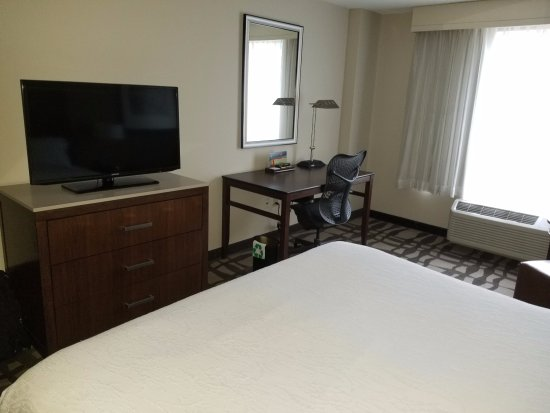 Hilton Garden Inn Chicago Downtown/Magnificent Mile: Typical, comfortable Hilton Garden Inn room