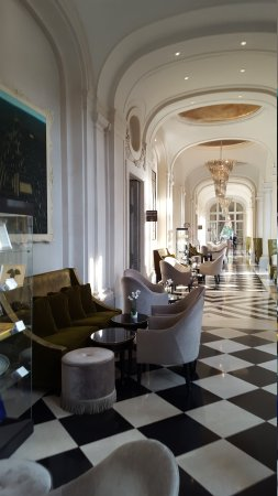 Waldorf Astoria Trianon Palace Versailles : 20170816_082434_large.jpg