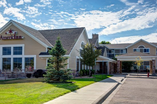 AmericInn Lodge & Suites Waconia: Americ Inn Waconia MNExterior Day
