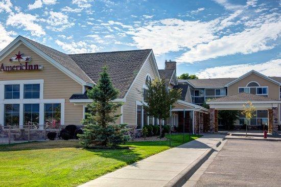 Waconia, Minnesota: Americ Inn Waconia MNExterior Day