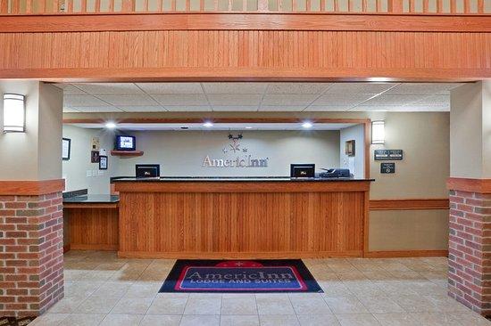 Fort Pierre, South Dakota: Americ Inn Pierre South Dakota Frontdesk